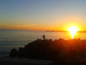 Pescando al atardecer. Puerto de Palma (Mallorca)
